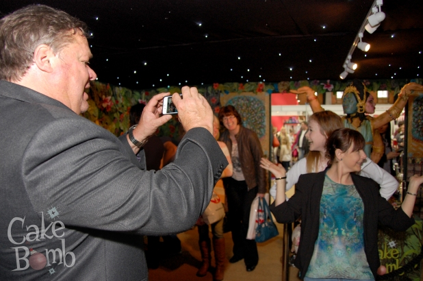 Ted Robbins helps some ladies with their jungle selfie