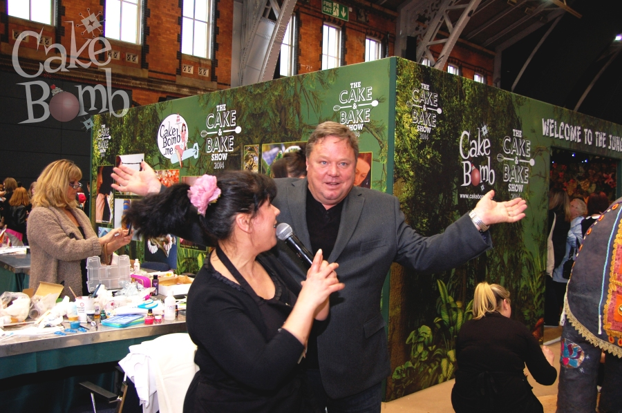Rosie Cake-Diva interviews Ted Robbins (Molly's dad!) who (along with doing an impression of our goddess) very kindly helped compere during the cutting of our elephant. Cheers Ted!